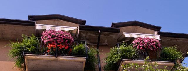comment fleurir son balcon m me en ville. Black Bedroom Furniture Sets. Home Design Ideas